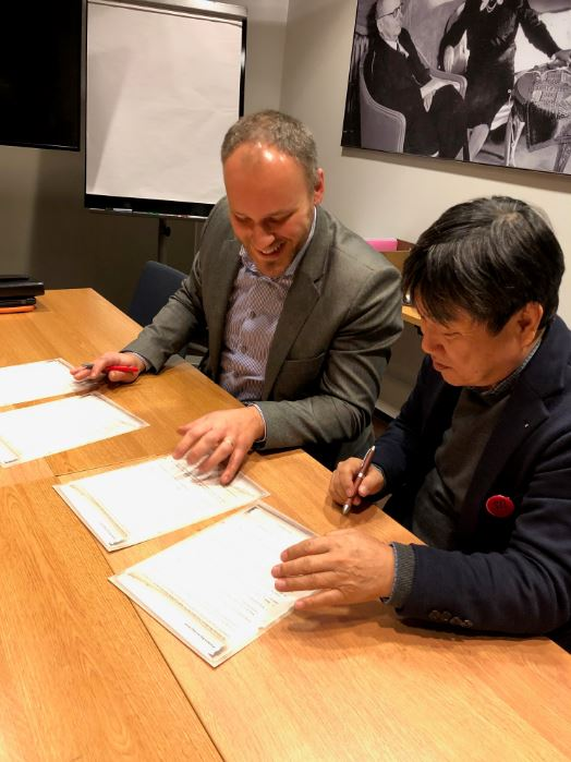 Estonian Woodhouse Association and Japanese Log House Association signed the agreement. Photo: Estonian Woodhouse Association