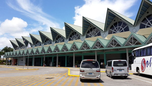 Samana airport transportation. Samana airport (AZS) is pleasure to fly into and out of because it is small and generally not busy