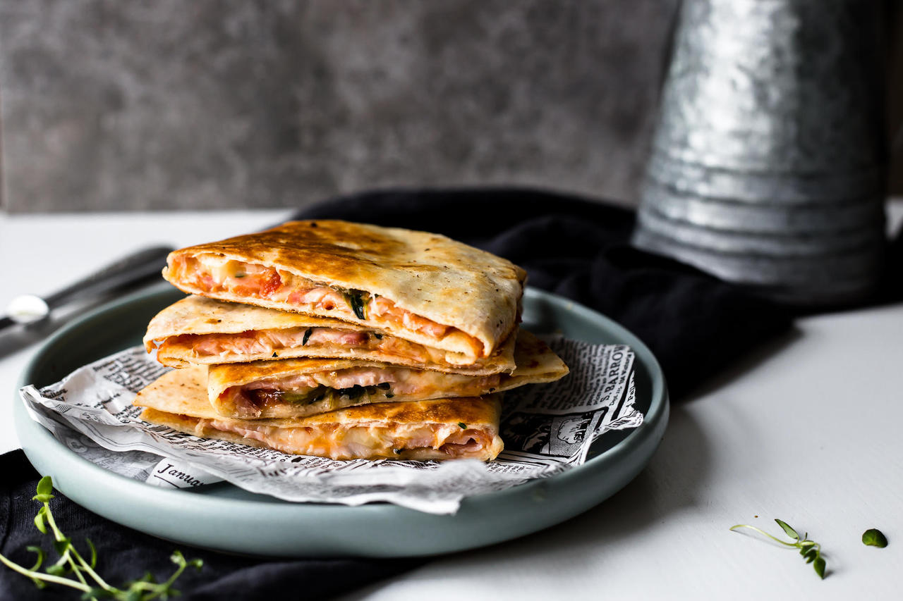 Kiired quesadillad Suitsukarbonaadiga