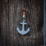 ANCHOR. Light marled grey with tan leather pin fastening