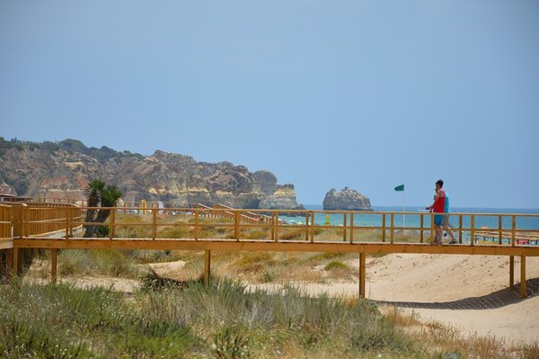 pedestrian walkway of Alvor Beach