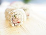 #24 GENSO / CRABMEAT, CUCUMBER, BELL PEPPER, CREAM CHEESE, SESAME SEEDS / 6.50€