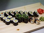 MIX #4 / VEGETARIAN / KYOTO, AVOCADO ROLL, 2X WAKAME SUSHI, 2X OMELETTE SUSHI / 13.50€