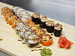 MIX #5 / FLORIDA, CALIFORNIA TEMPURA, 2X BAKED TUNA SUSHI, 2X BAKED BUTTERFISH SUSHI / 23€