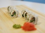 #4 SAKURA / CREAM CHEESE, EEL, WAKAME, SESAME SEEDS / 8.20€