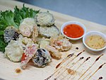 #211 VEGETABLE TEMPURA / BELL PEPPER, ZUCCHINI, EGGPLANT, CARROT, SHIITAKE, CHILLI & PLUM DRESSING / 7.20€