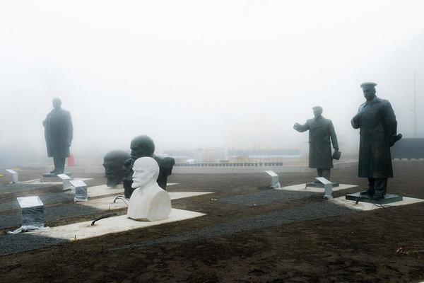 Nõukogudeaegsete monumentide välinäitus