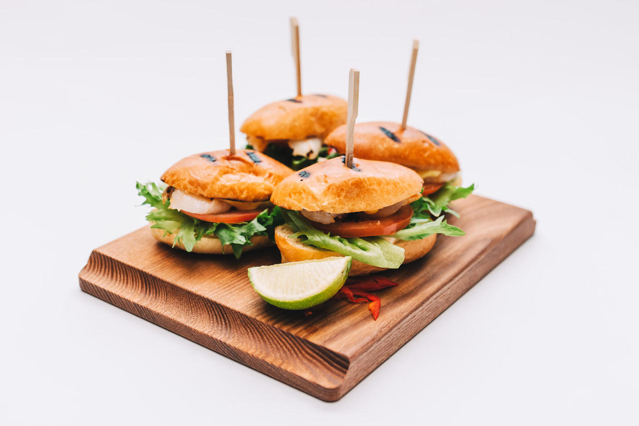 Mini-burgers with grilled shrimp (4 pcs)