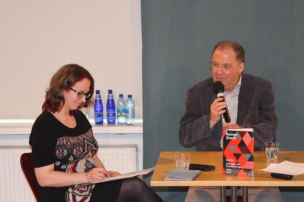 Aija Sakova interviewing the Franz Kafka biographer Reiner Stach at the Estonian Writer's Union in Tallinn (2018).