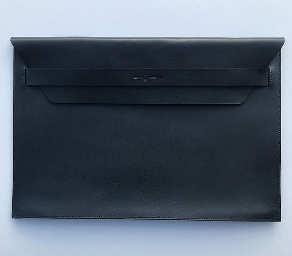 Laptop sleeve with flap