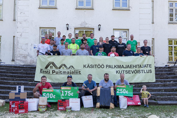 Participants, organizers and sponsors of the 10th vocational competition of handcrafted loghouse builders. Photo: Kaie Kiil/Estonian Woodhouse Association