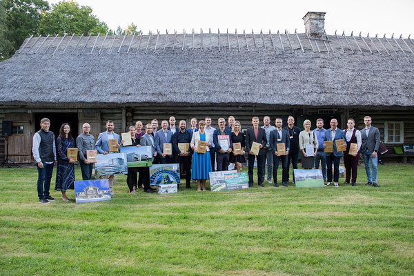 The President of Estonia, winners and sponsors of the contest. Photo: Kaie Kiil/Estonian Woodhouse Association