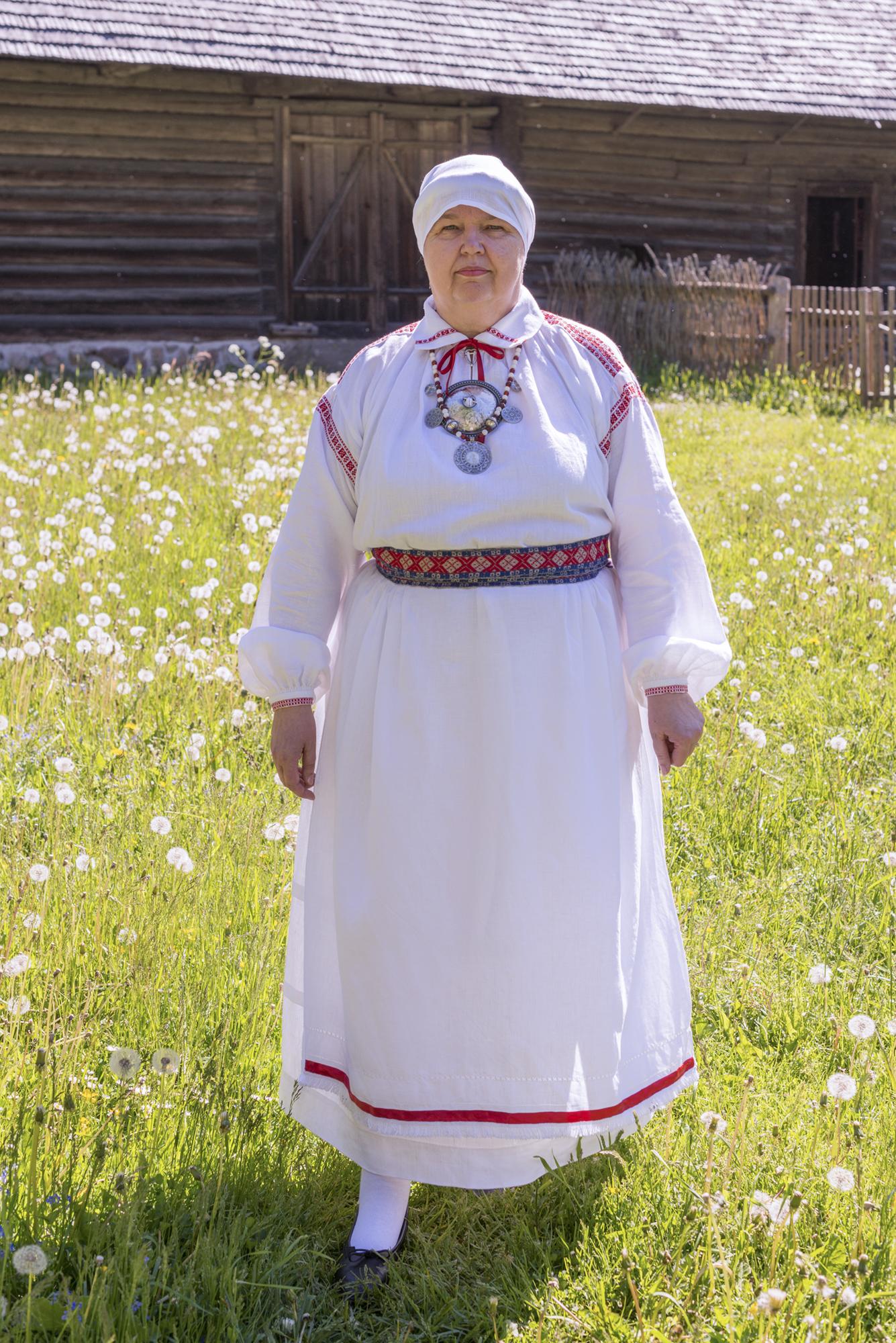 300b1f1a598 Eesti Rahvarõivad > Põlva naine
