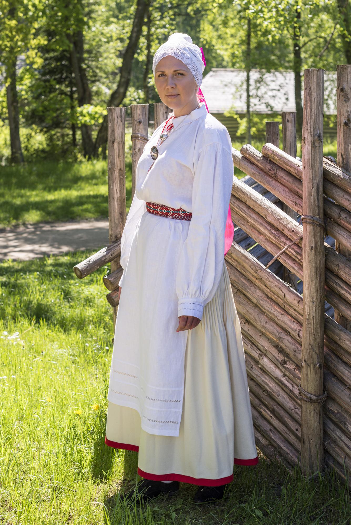 1083eb59932 Eesti Rahvarõivad > Urvaste naine