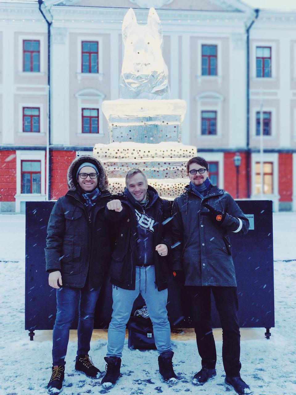 Mõtteaine in 2018: Mathias-Erik Tempel, Jorgen Matsi, and Mats Volberg in the Tartu Town Square.