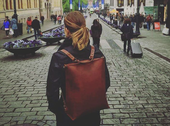 "Stella's handbag ""Go to the Library"" as a travel companion in Oslo"