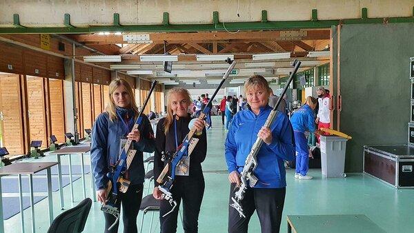 Pildil vasakult Tuuli Kübarsepp, Marianne Tavits ja Anžela Voronova esindasid Eestit naiste võistkondlikus standardharjutuses.