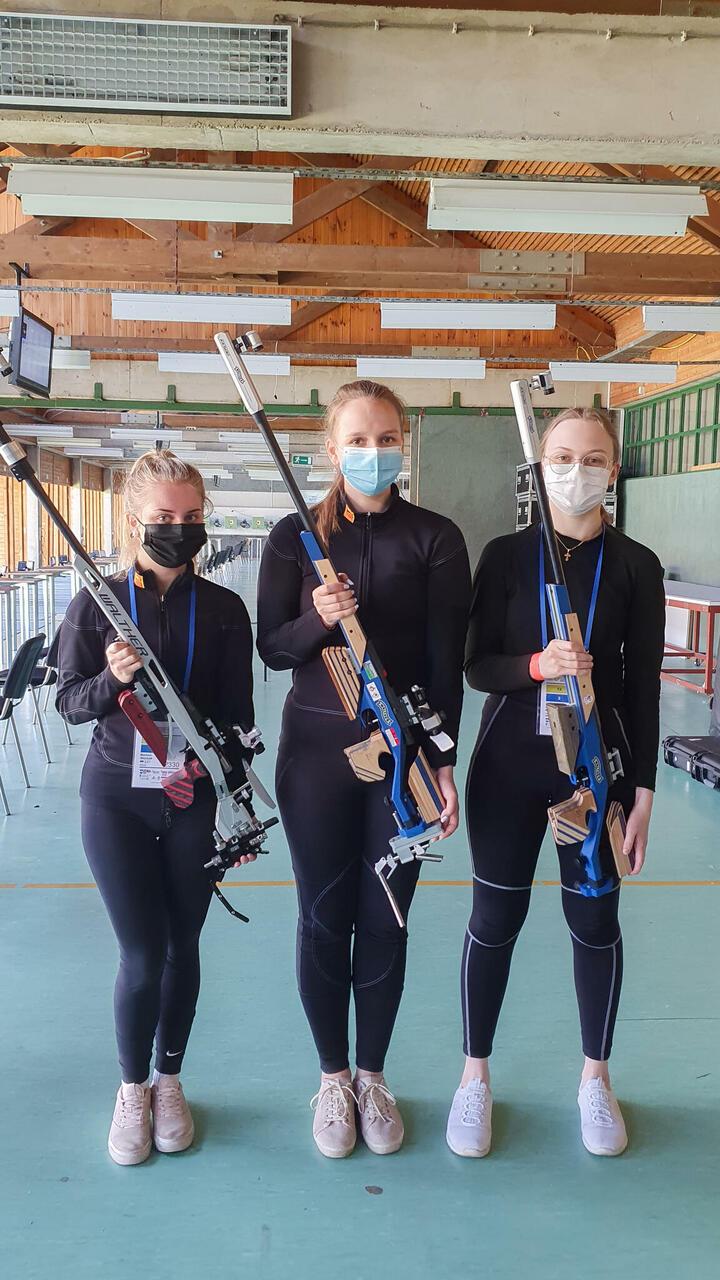 Marleen Riisaar, Katrin Smirnova ja Anastassia Olewicz esindasid Eestit naisjuunioride võistkondlikus standardharjutuses.