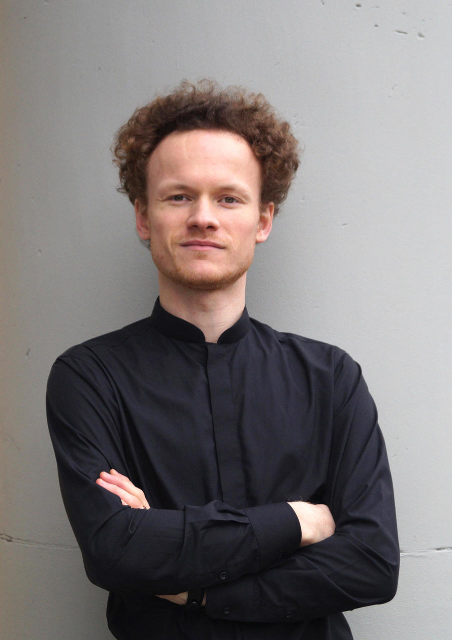 e9a8a62175f26 German conductor Stefan Neubert began his musical education at the world's  oldest and famous boys choir 'Stadtsingechor zu Halle' and the  Konservatorium ...