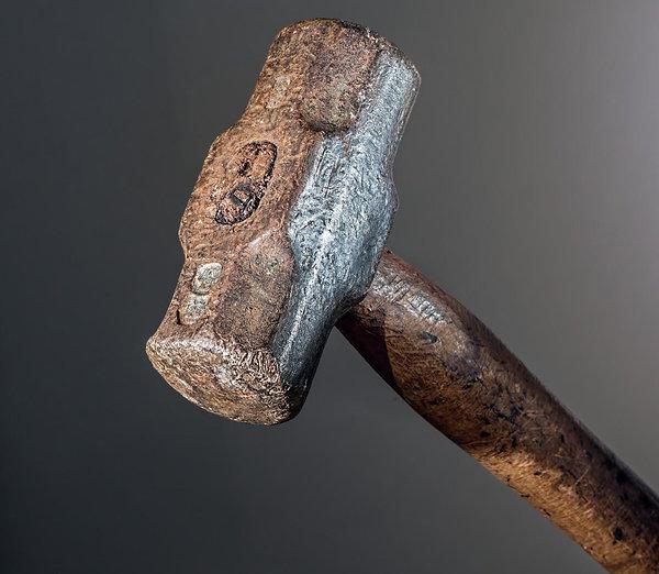 509d727ecfc Vargad kasutavad ka haamreid ja vasaraid, sest sellega saab lukke ja  karastatud terasest kette puruks lüüa. Selline lähenemine on küll pigem  lärmakas ja ...