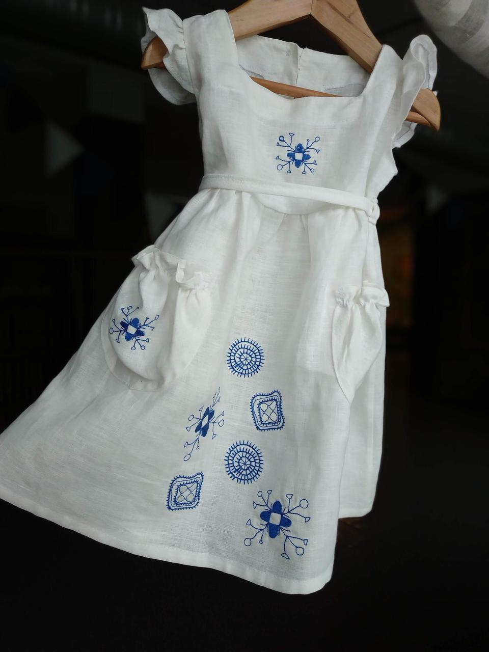 aad1c4285b1 Valge kleit sinise arhailise tikandiga 92-98 — Haldjapere