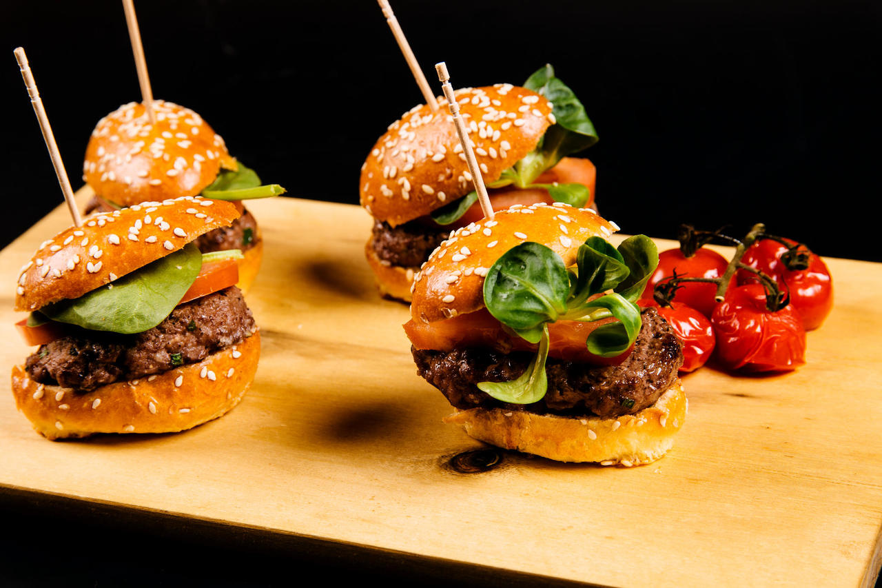 Mini-burgers (4 pcs) with prime Estonian beef and chilli mayo