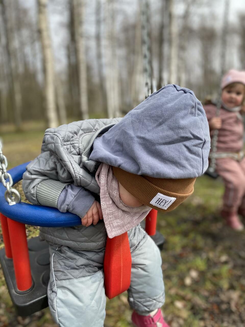Salli saime koos musliintekiga kingiks Luulu Craftilt, ikka Eesti oma väiketegija. Müts Jaimal Kids, ka oma.
