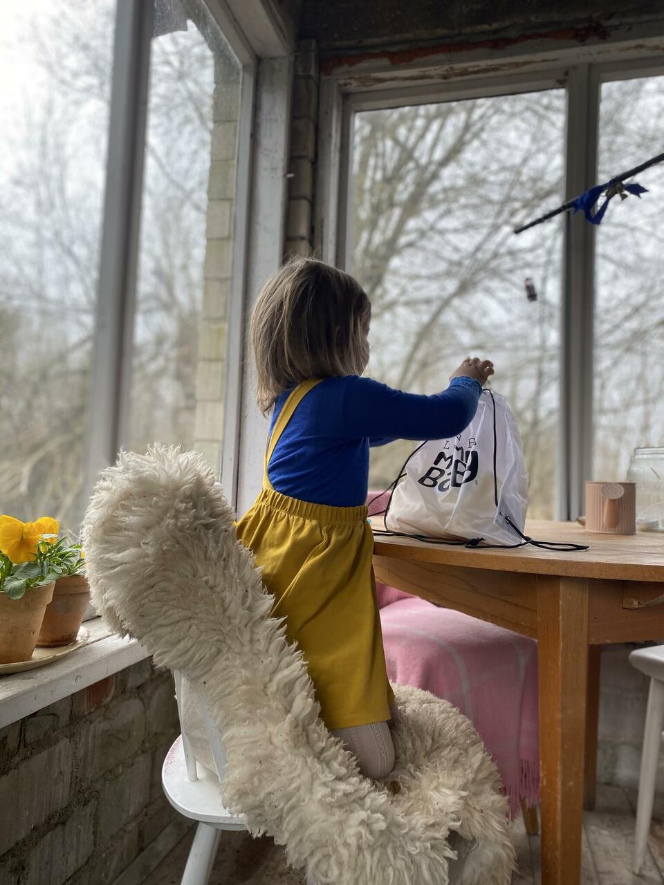 Veranda oli mu unistuste kodu osa, küllap saab see kunagi ilusaks ka, kuigi selline bohovintage sobib hästi Ella SleepyFox Kidsi seelikuga.