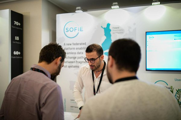 Antonio Antonino talking to visitors at SOFIE booth, Decentralized, Oct 2019 (Photo: Decentralized)