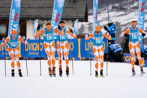 Pilt 8: Team Prologue start Livignos