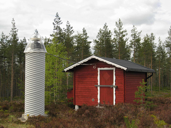 Leksand SWEPOS reference station. Photo by Johan @Flickr.